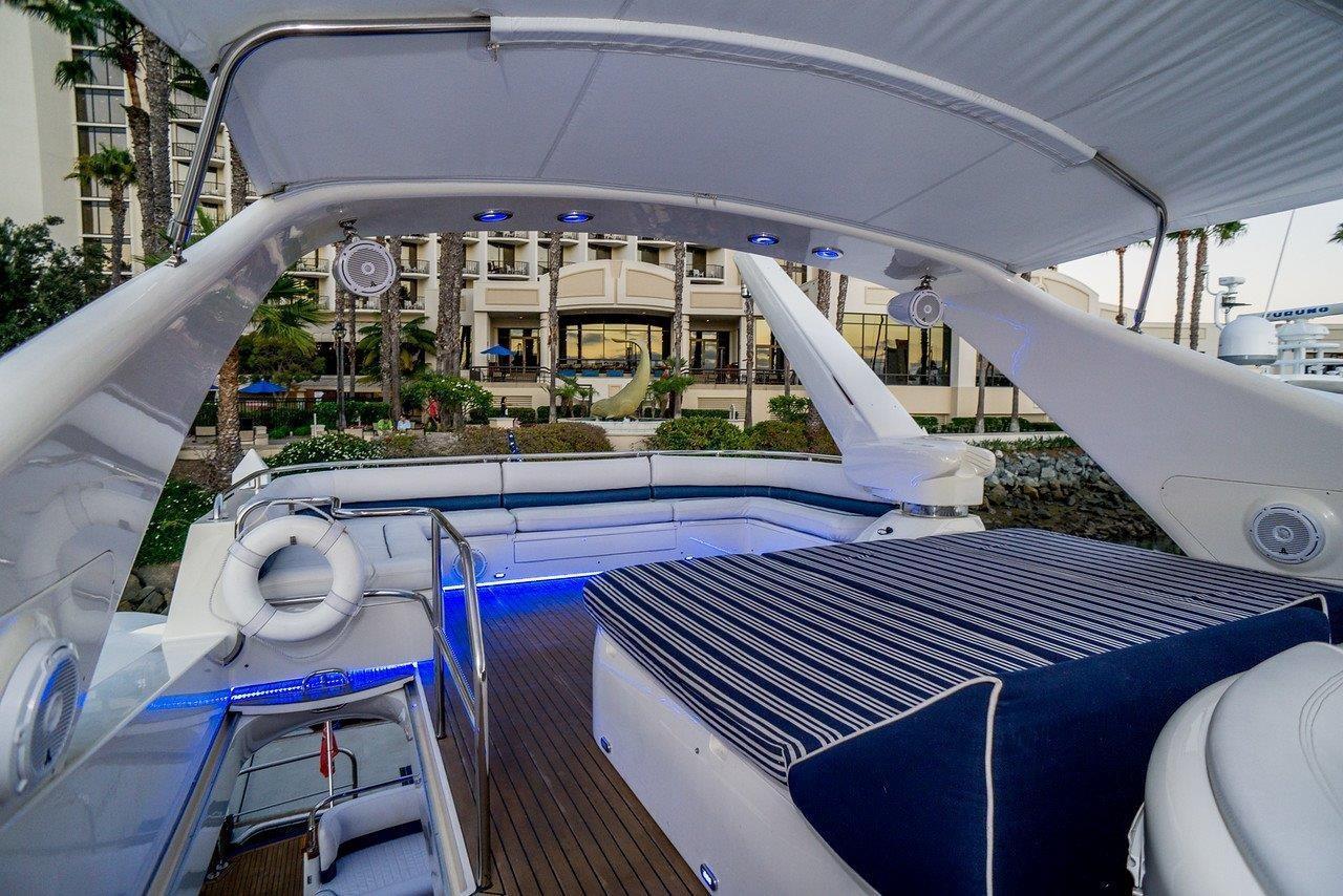 84 Viking Princess Flybridge Lounge Aft