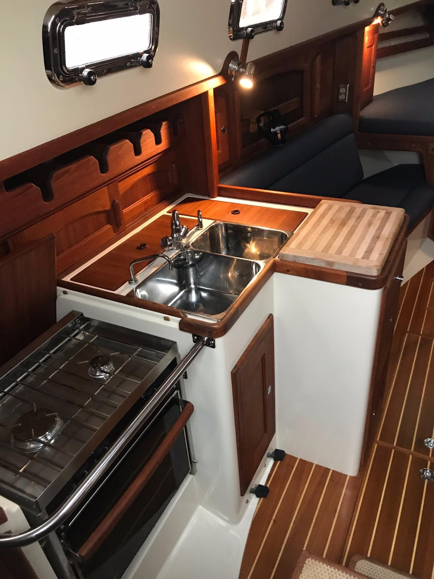 Bella Luna Pacific Seacraft 2006 31 Yacht For Sale In Us Install A Gfci Ground Fault Circuit Interrupter Kitchen Delight