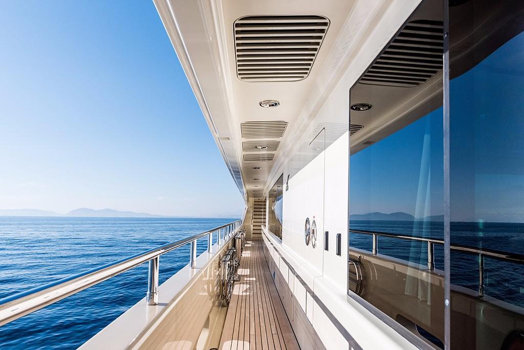 197 CRN Wide side deck companionway