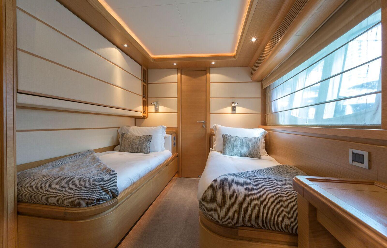 97 Ferretti Yachts