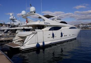 94' Ferretti Yachts 2001