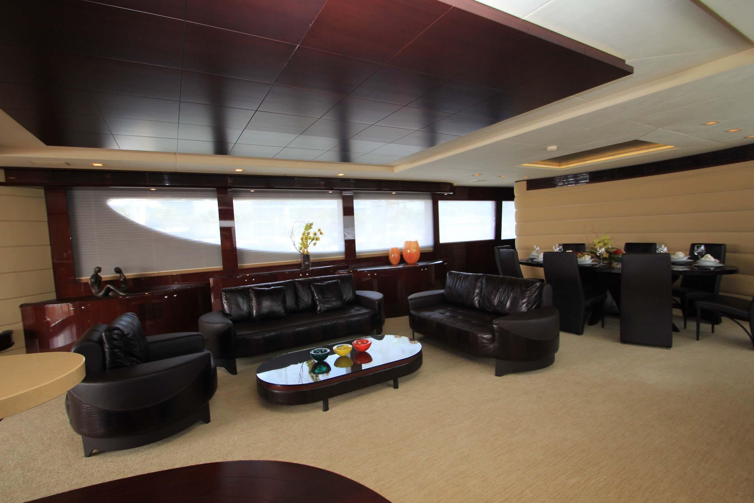 136 Hargrave Main Salon
