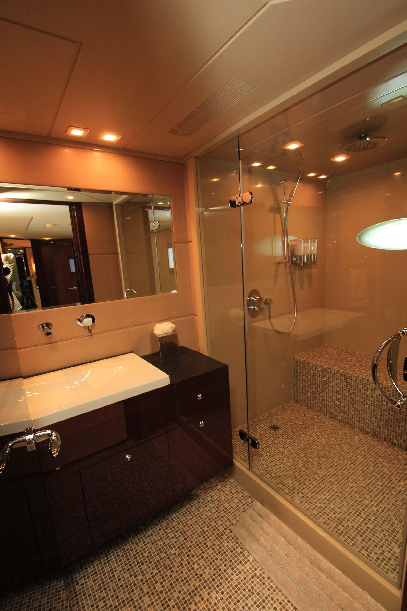 136 Hargrave VIP Suite Bath