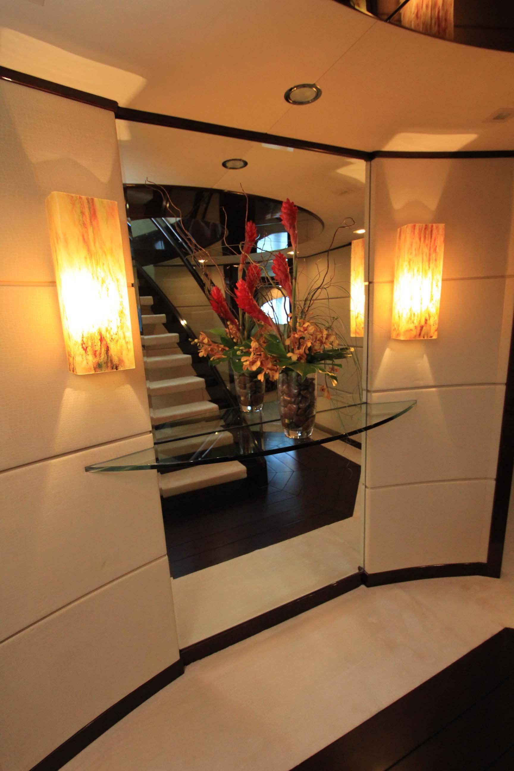 136 Hargrave Foyer