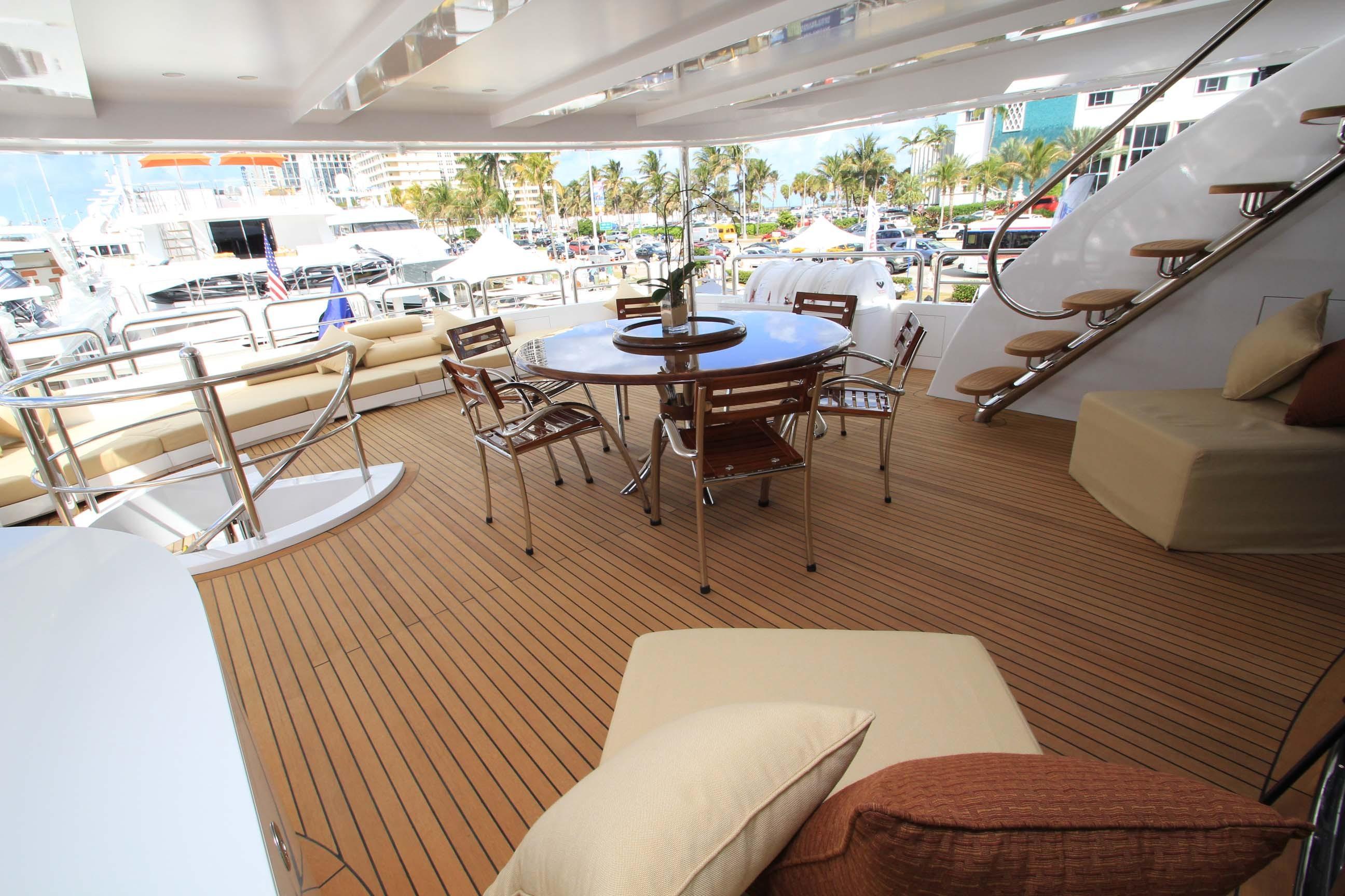 136 Hargrave Aft Sky Lounge