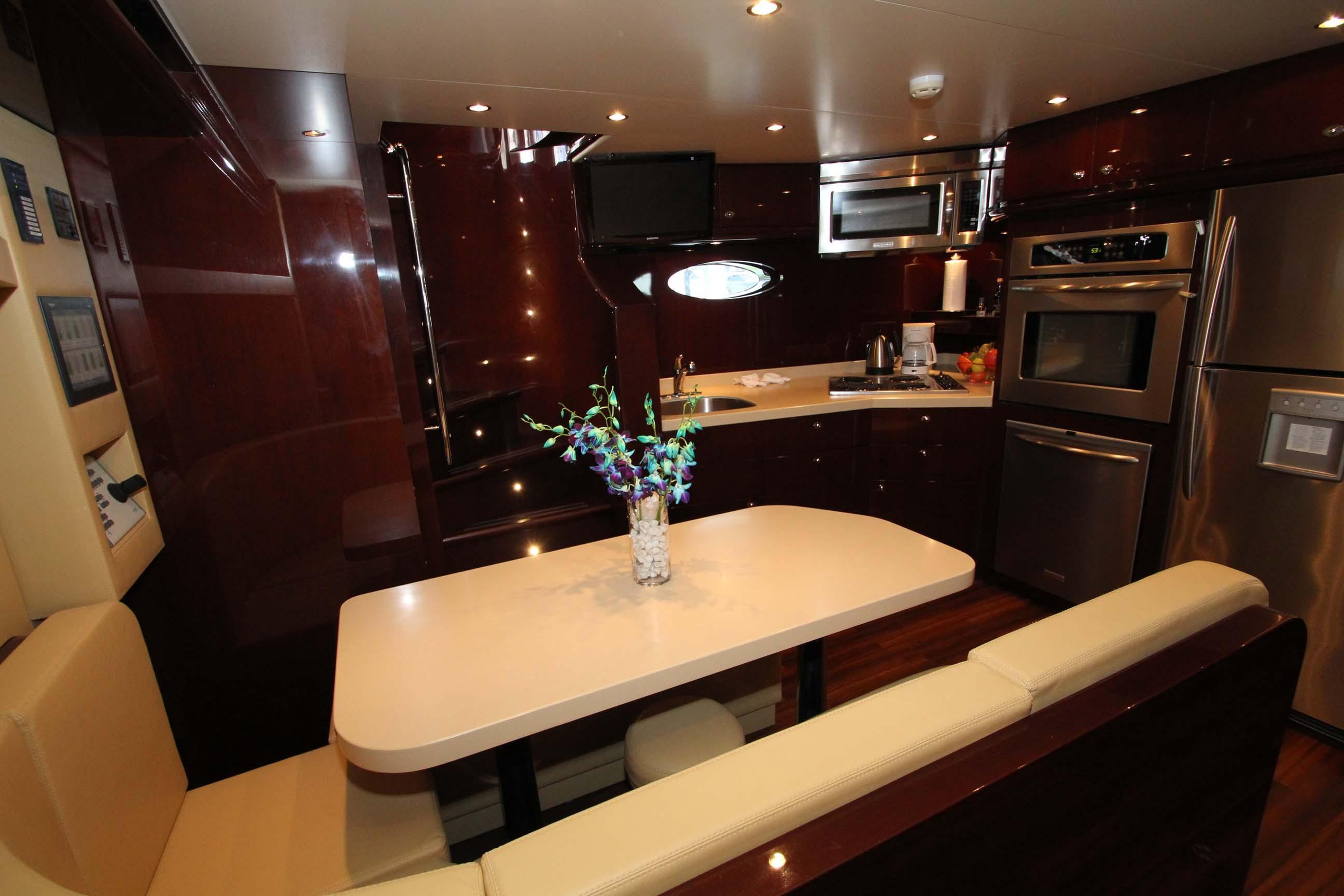 136 Hargrave Crew Lounge
