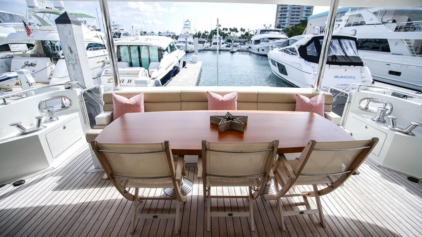 85 Ocean Alexander Aft Deck Seating