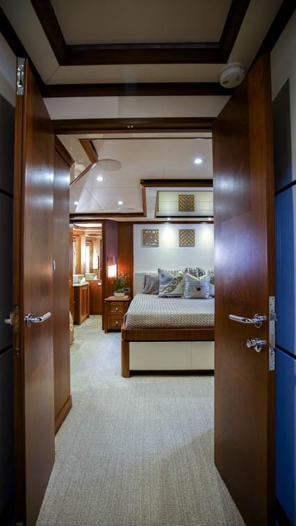 85 Ocean Alexander Double Door to Master Stateroom
