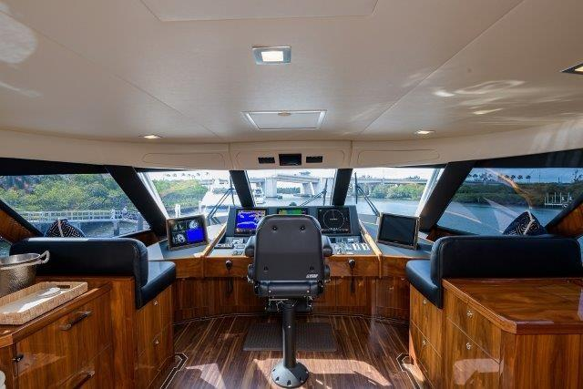 80 Viking Enclosed Flybridge-Helm