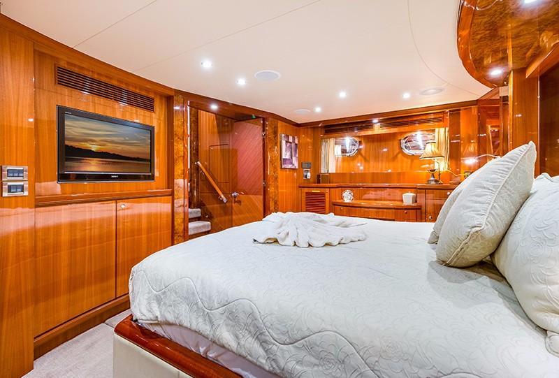 78 Ocean Alexander Master Stateroom