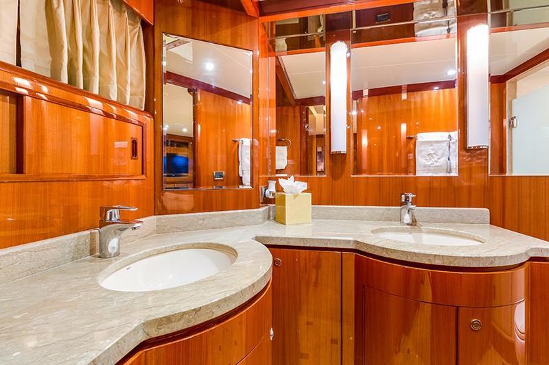 78 Ocean Alexander Master Bath