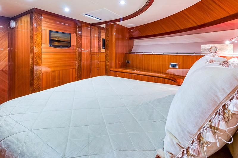 78 Ocean Alexander Forward Stateroom