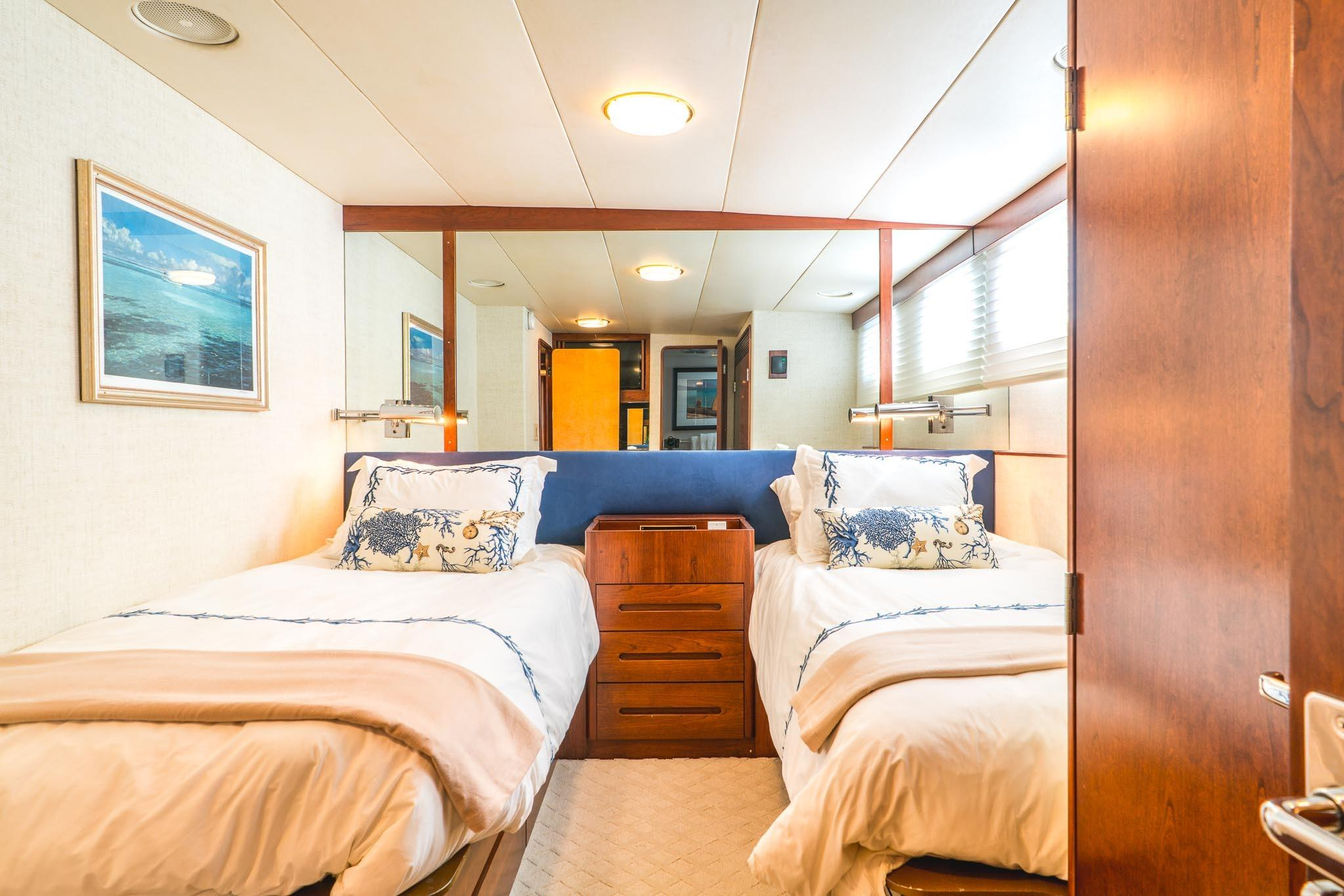 86 Burger Starboard Guest Stateroom