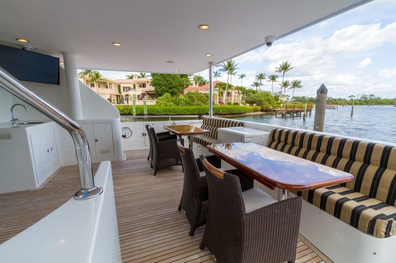 90 Ocean Alexander Aft Deck Dining