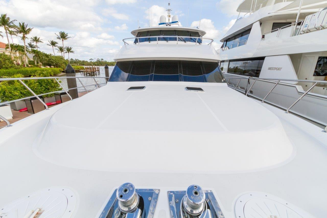 90 Ocean Alexander Fore Deck