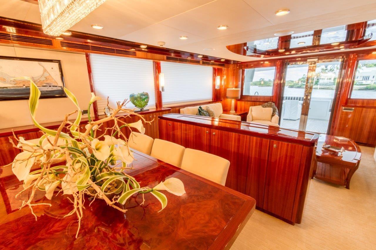 90 Ocean Alexander Dining