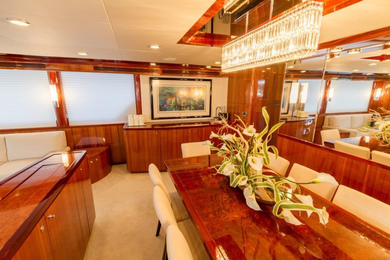 90 Ocean Alexander Salon Dining