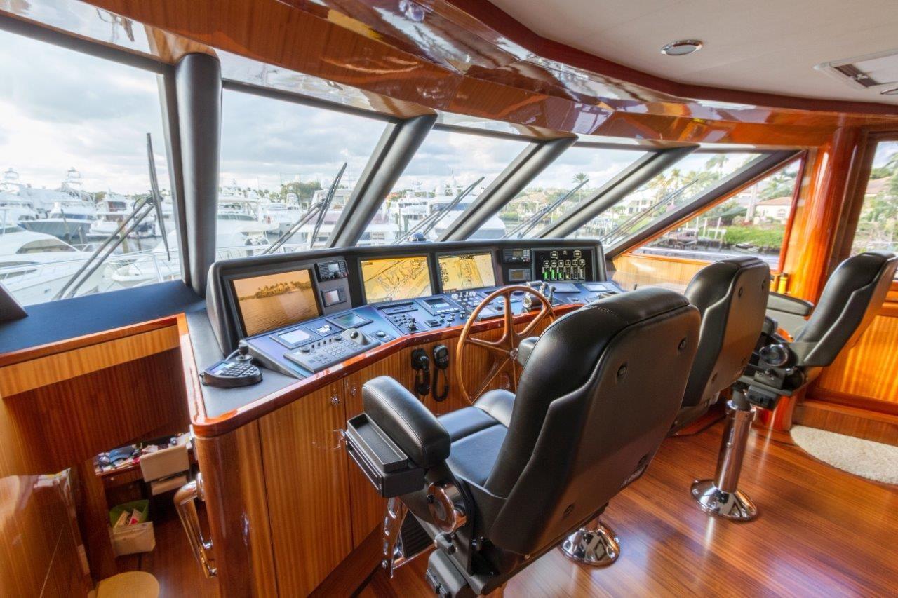 90 Ocean Alexander Sky Lounge Helm Station