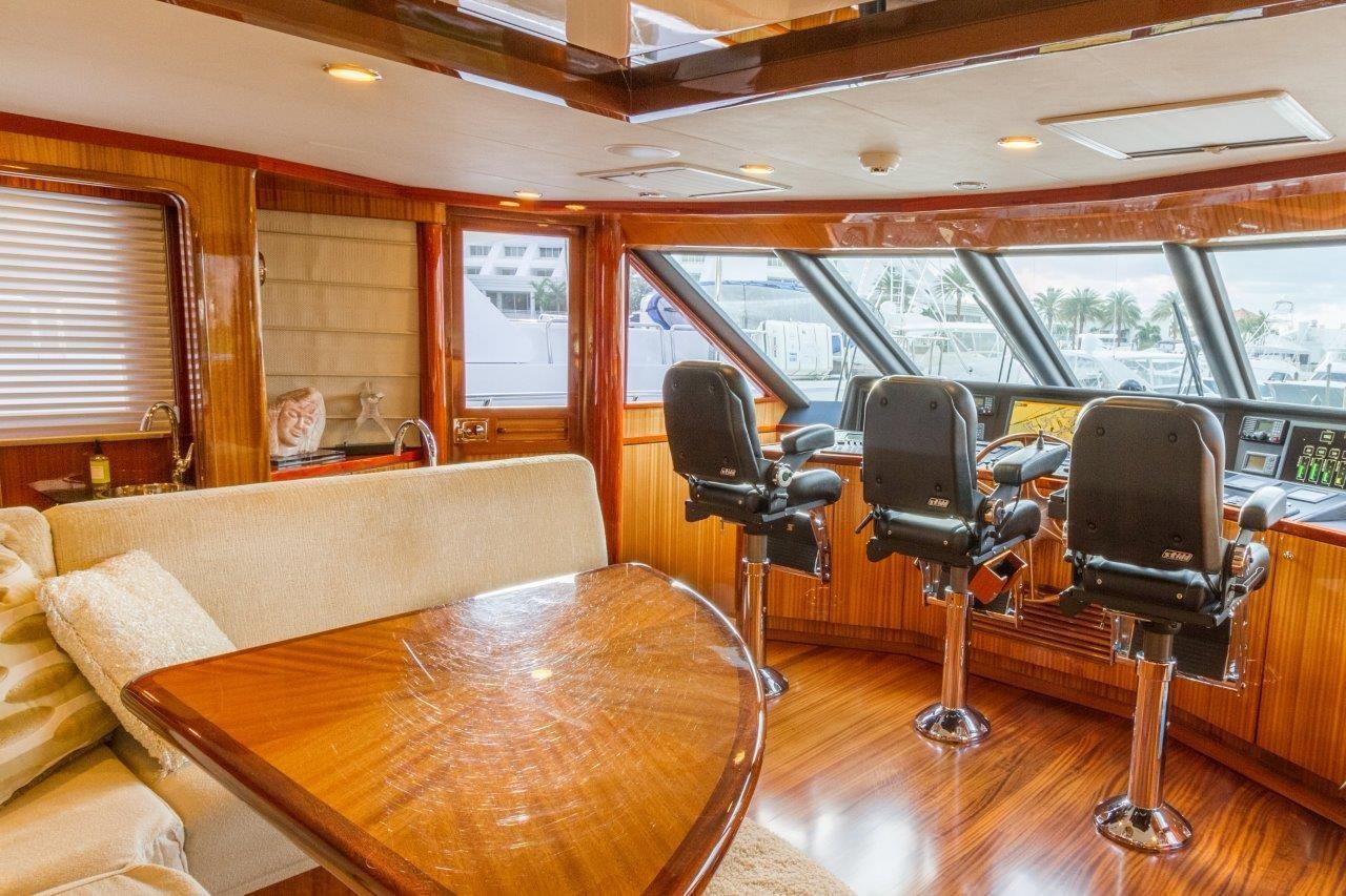 90 Ocean Alexander Sky Lounge w/Seating