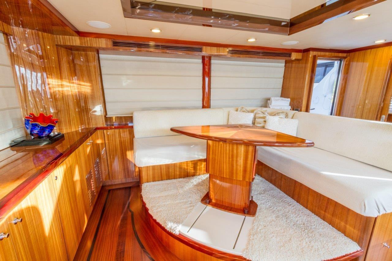 90 Ocean Alexander Sky Lounge