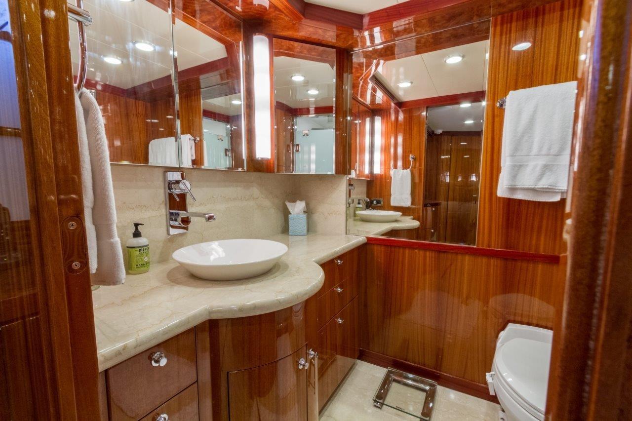 90 Ocean Alexander Master Bath