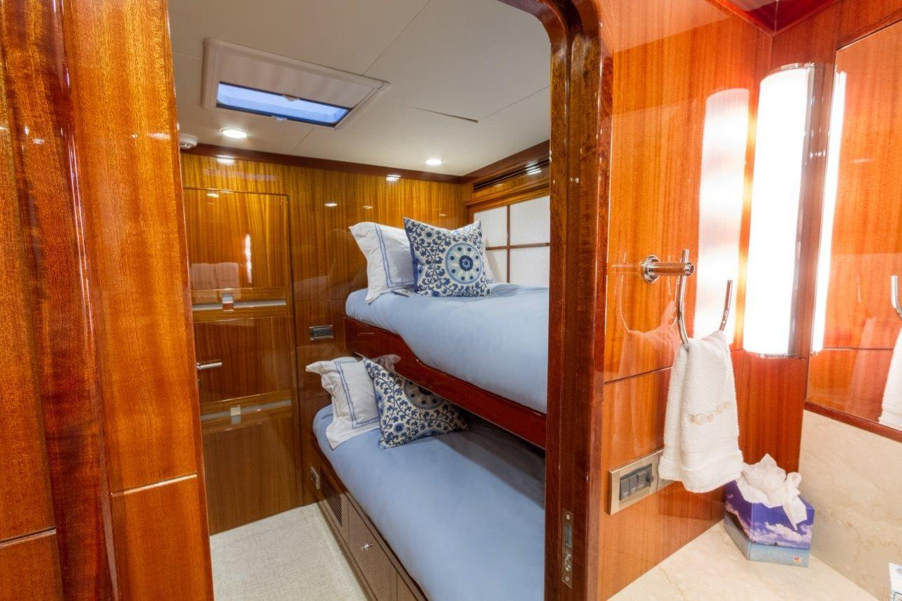 90 Ocean Alexander Guest Bunk SR