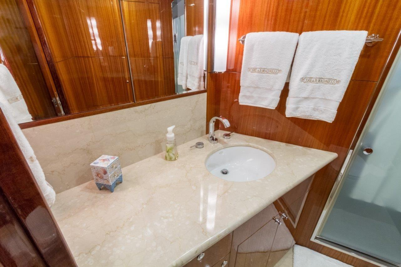 90 Ocean Alexander Gust Bunk SR Bath