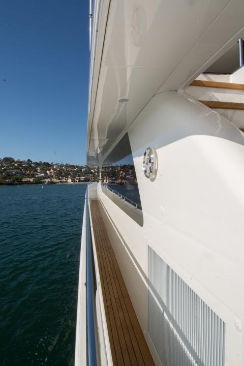 85 Ocean Alexander Port side deck 2