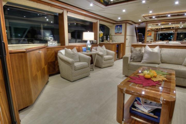 85 Ocean Alexander Salon 2