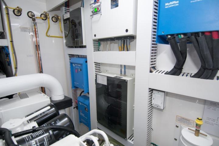 85 Ocean Alexander Port engine room