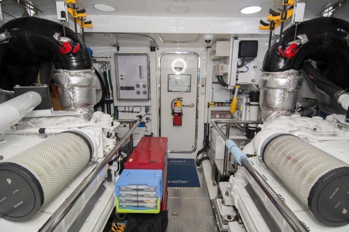 85 Ocean Alexander Engine room center looking aft