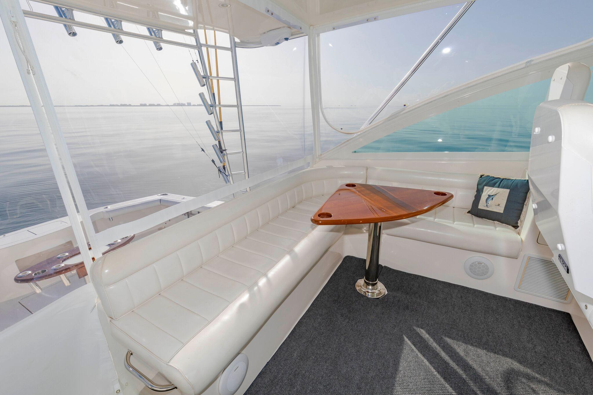 52 Cabo Helm Seating