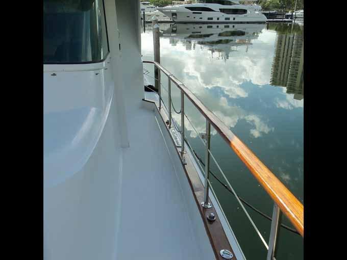 77 Hatteras Side Deck