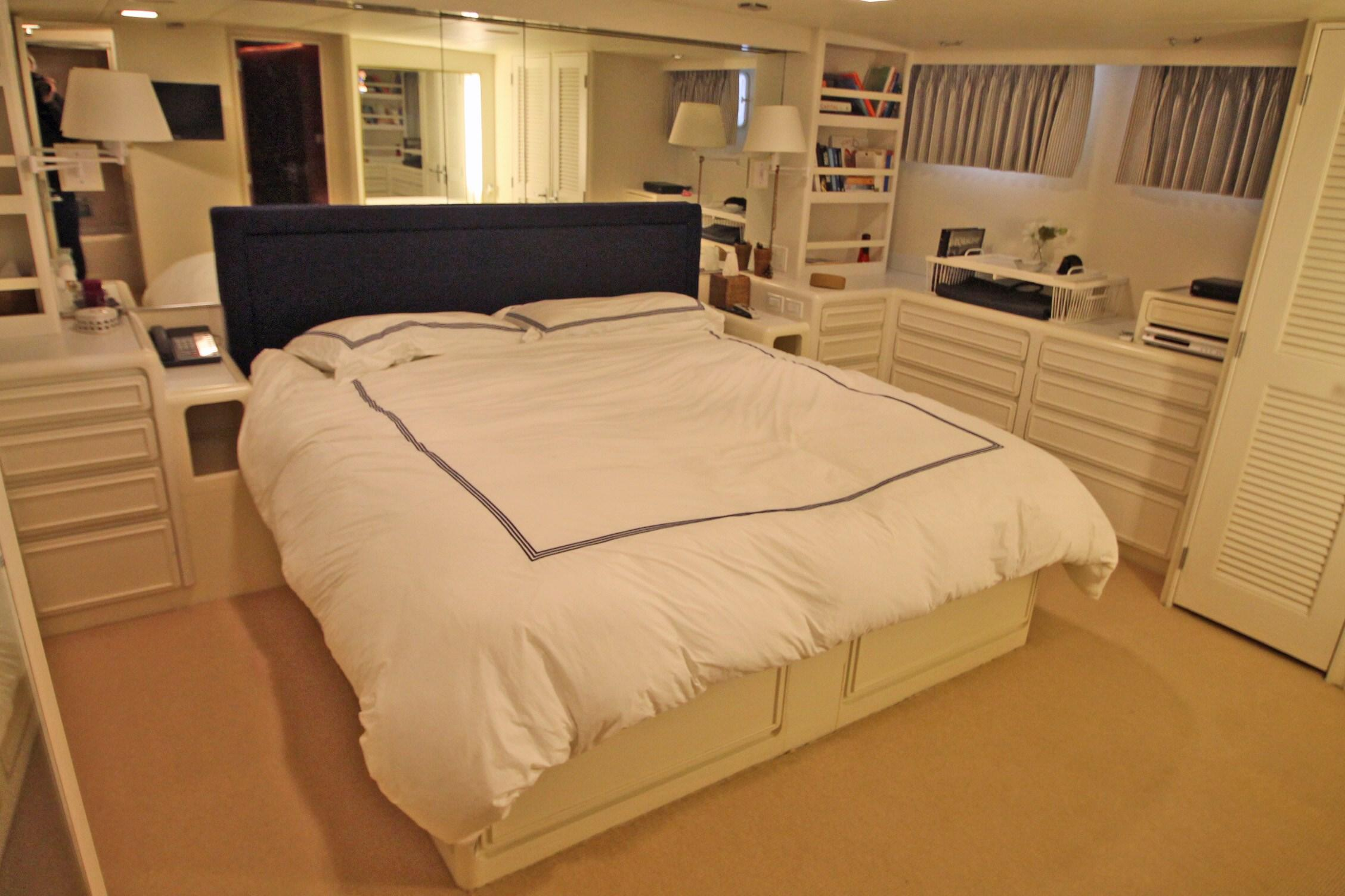 86 Burger Master Stateroom Looking AFT