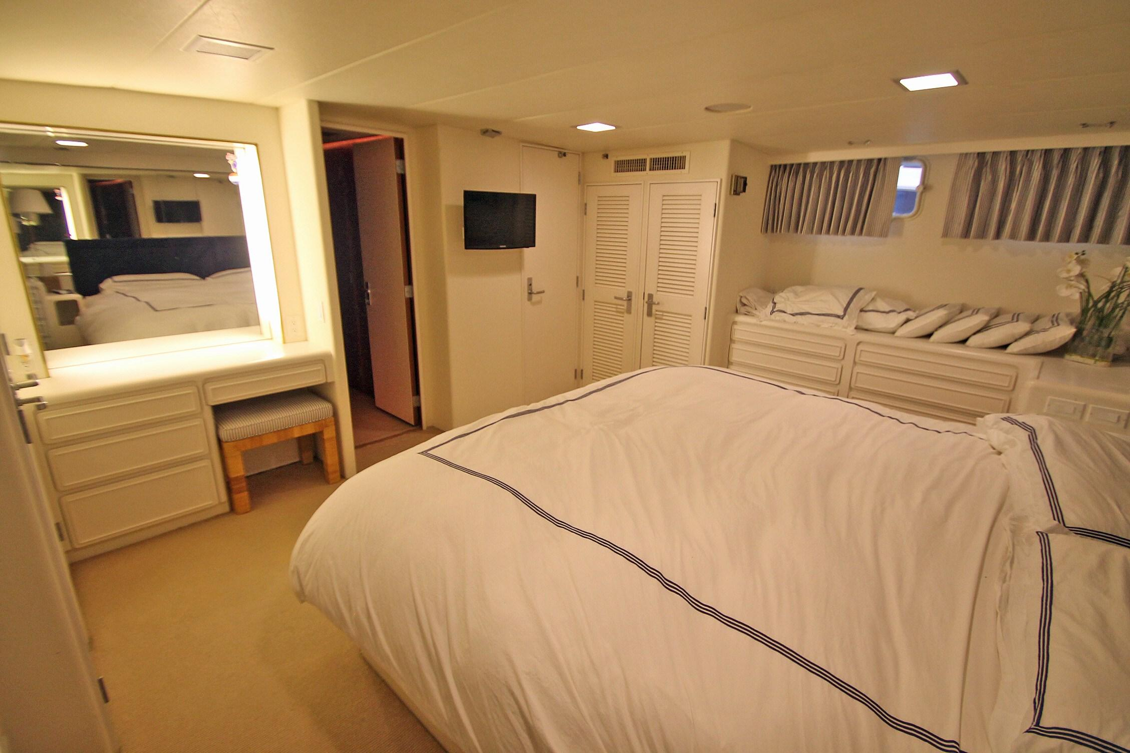 86 Burger Master Stateroom Looking FWD