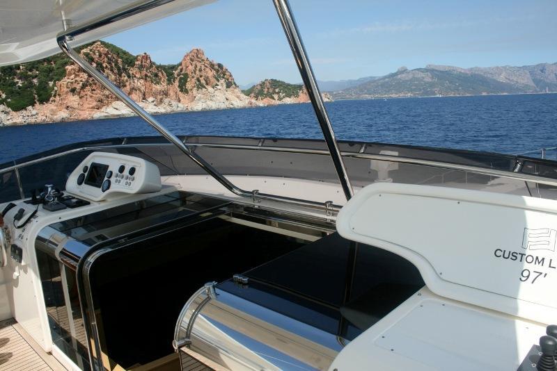 97 Ferretti Yachts fly bridge helm