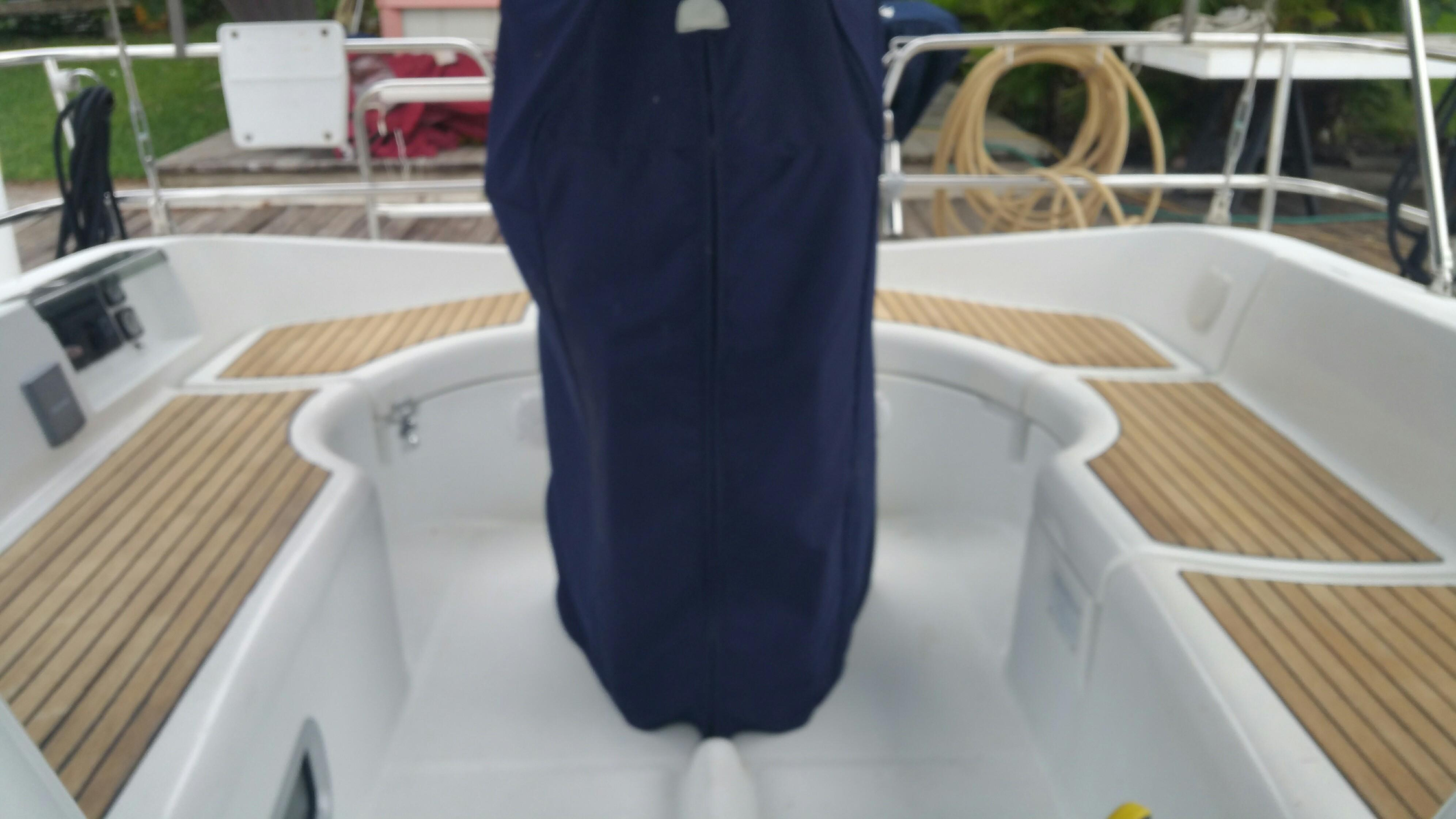 36 Beneteau Cockpit with folding wheel