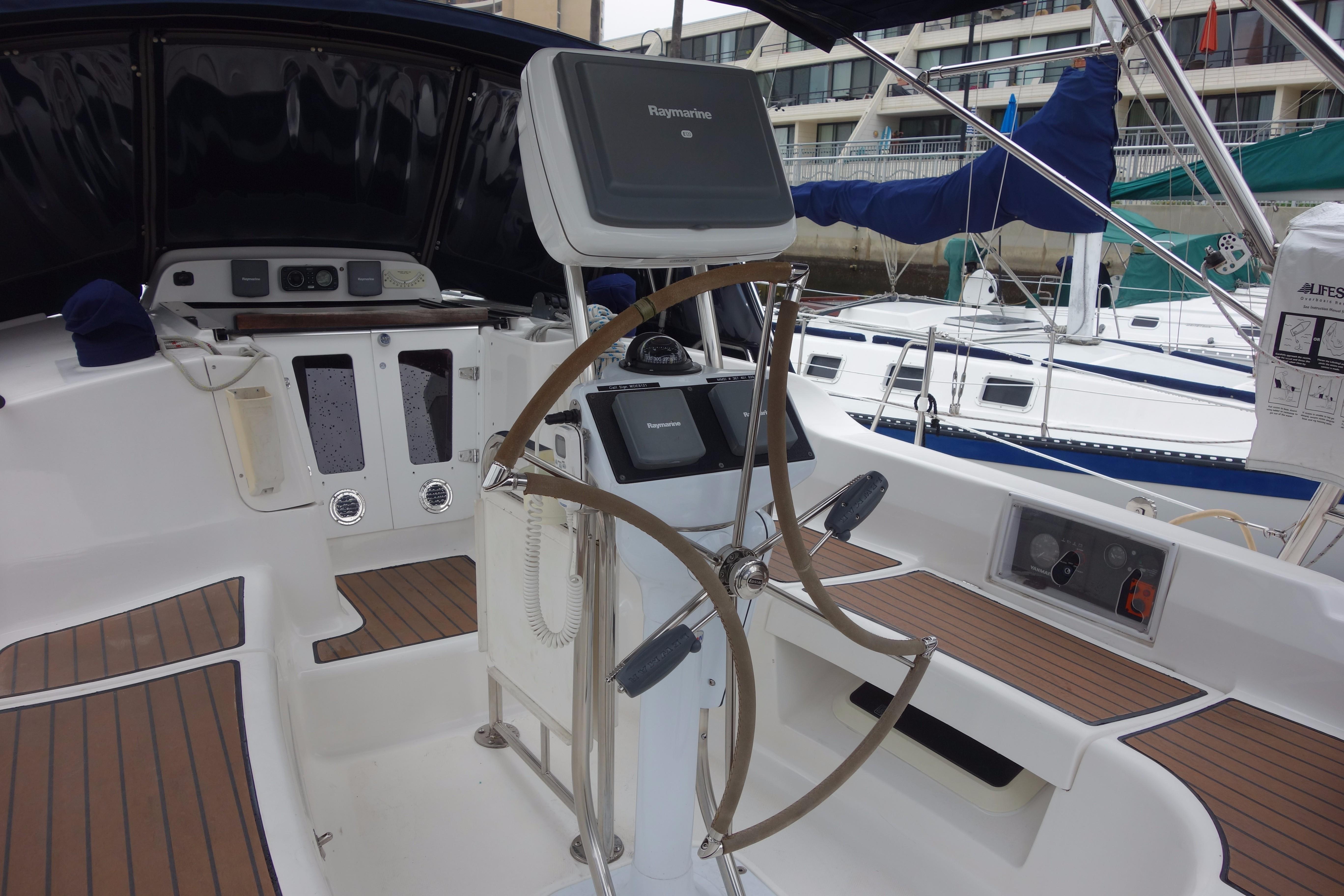 38 Hunter Bonne Vie 2009 Marina Del Rey | Denison Yacht Sales