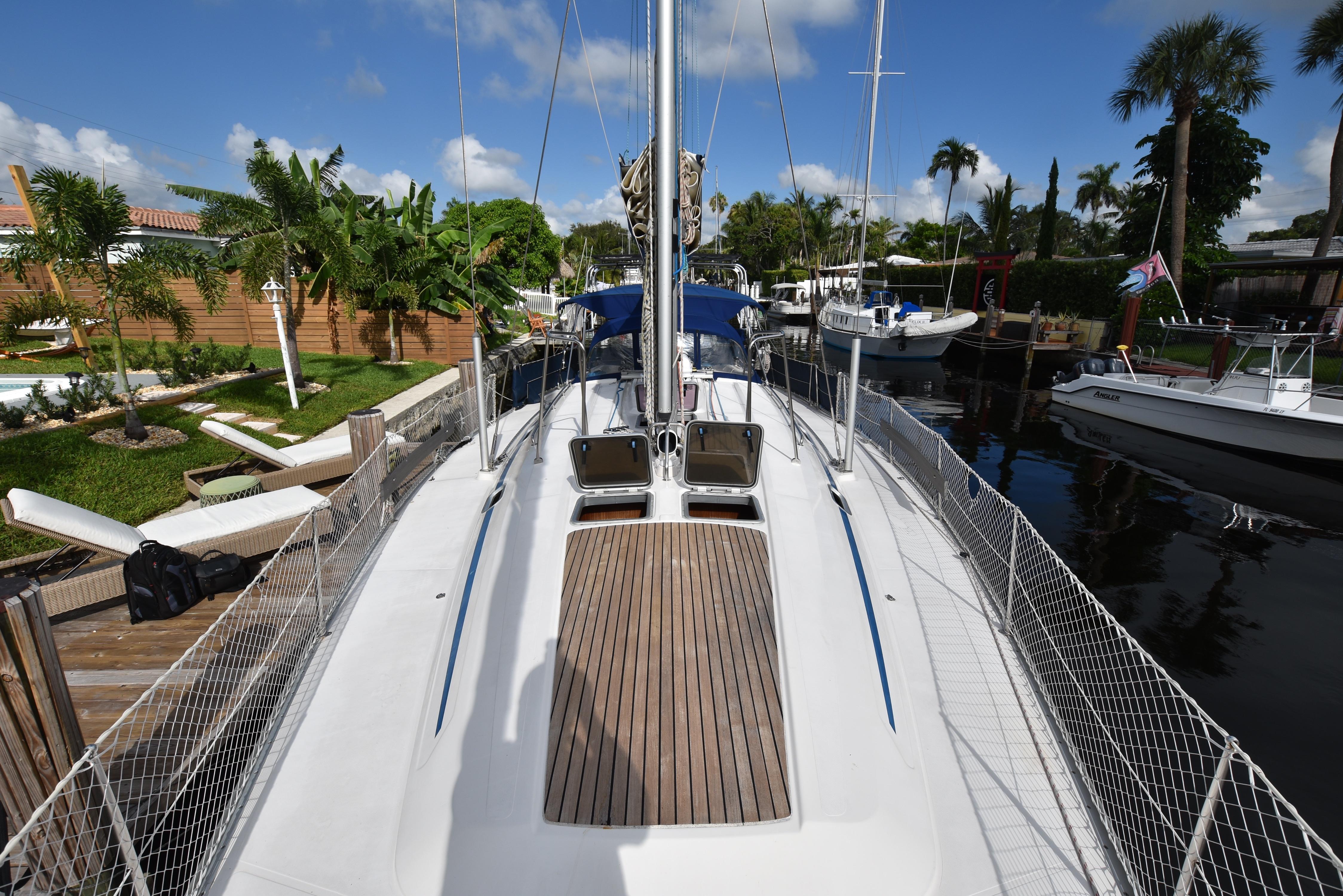 46 Bavaria Wide side decks