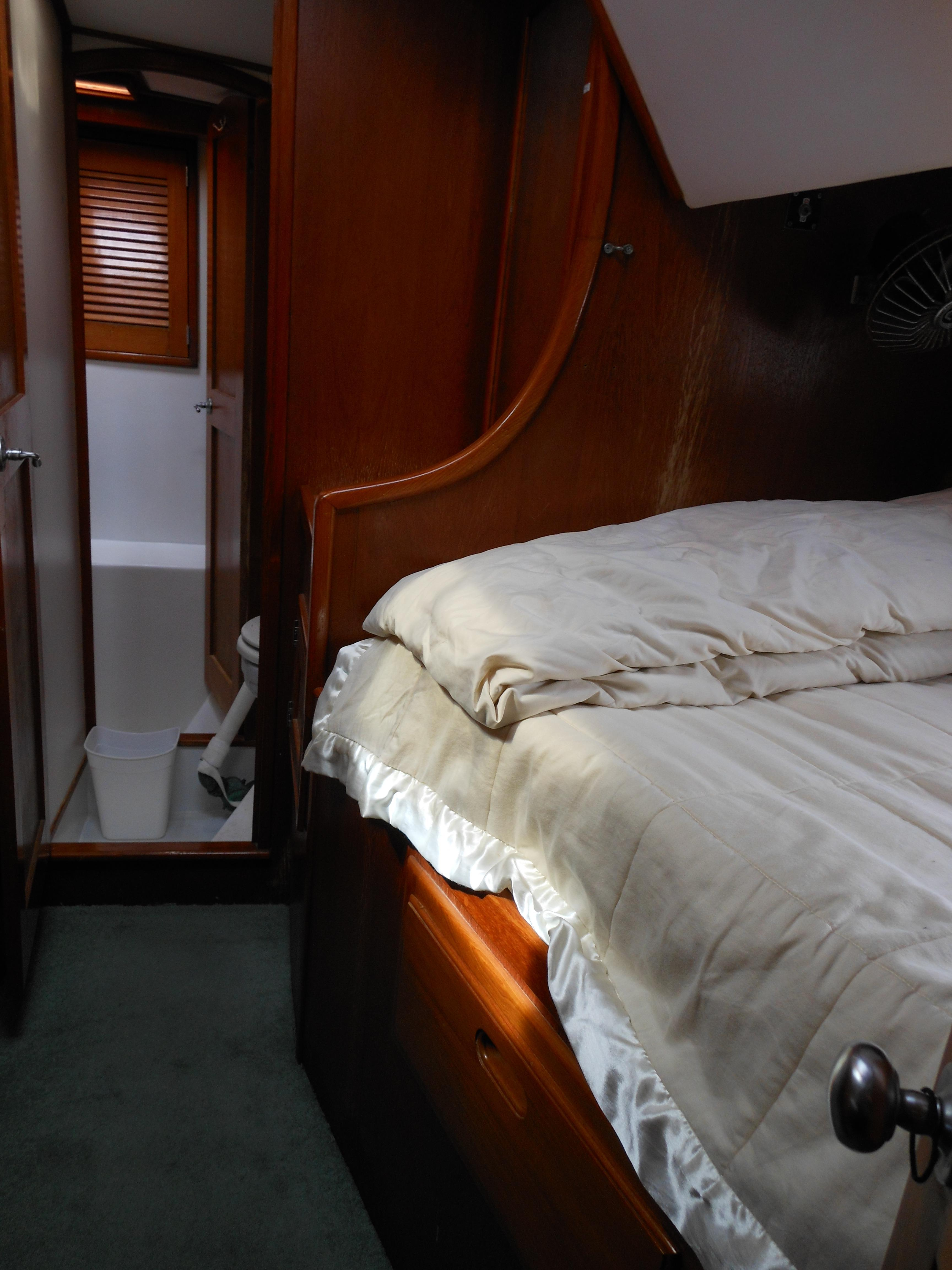 57 Wellington Starboard guest stateroom with folding bunk above