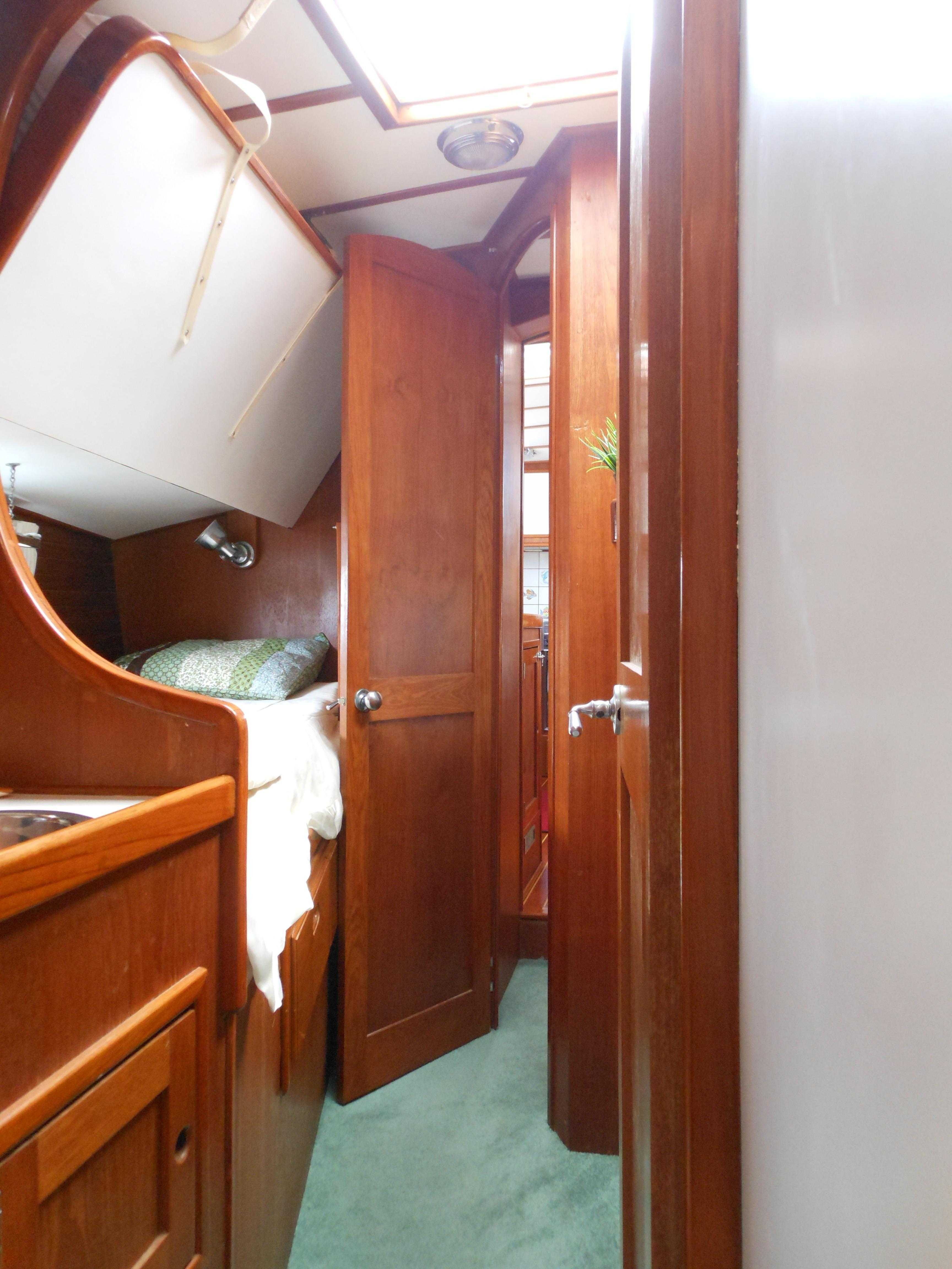57 Wellington Starboard guest with folding bunk