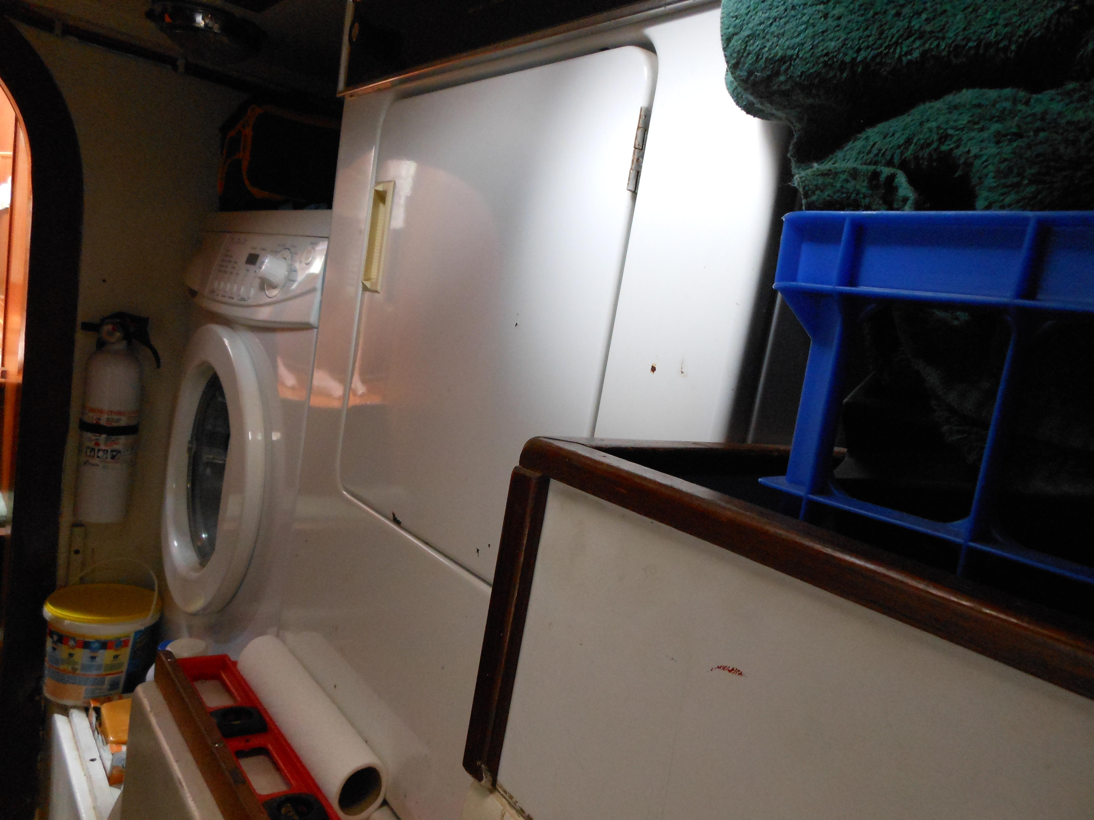 57 Wellington Apartment size washer - dryer