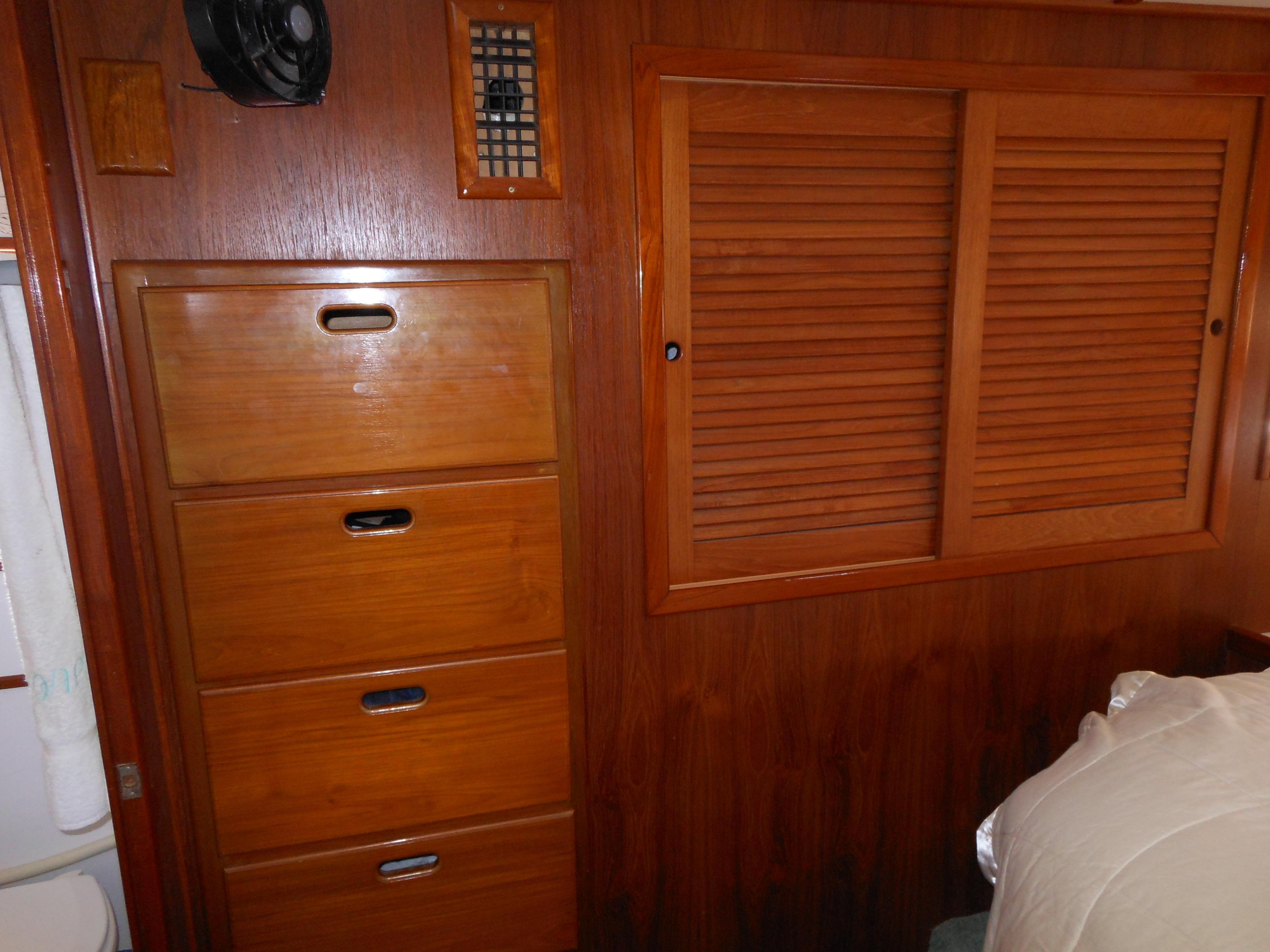 57 Wellington Cedar hanging lockers - drawers star.