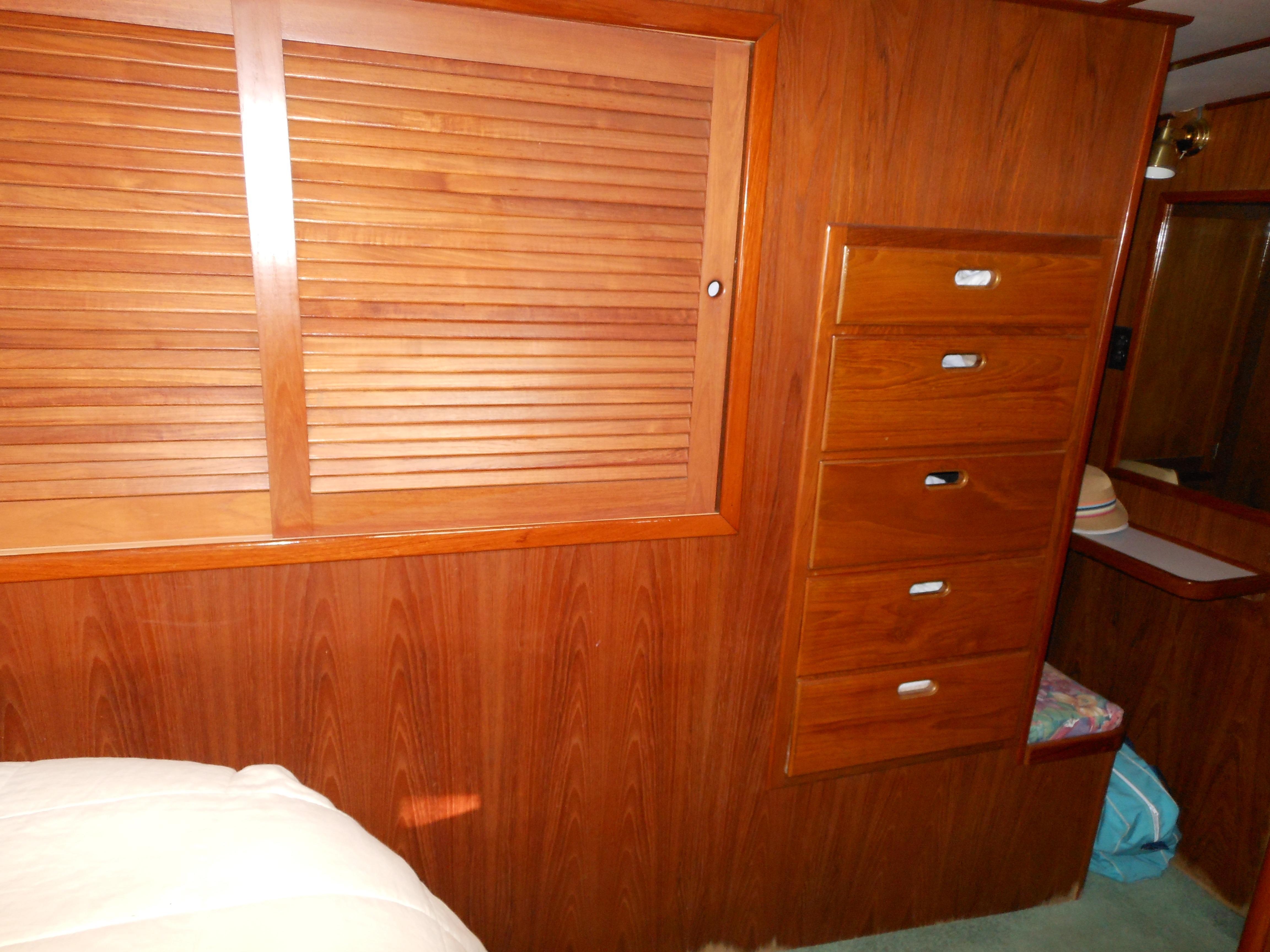 57 Wellington Cedar hanging lockers - drawers port