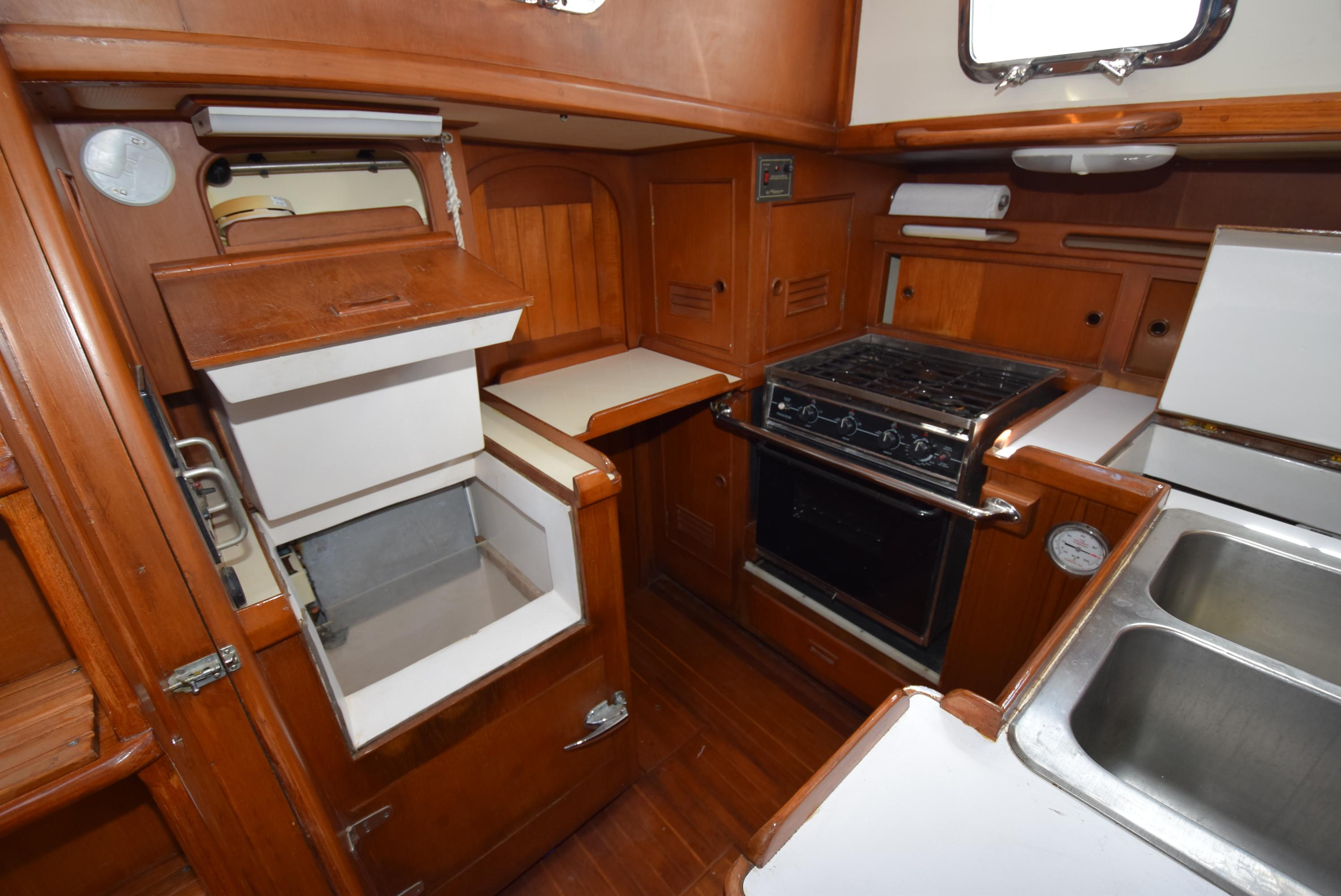 46 Kelly Peterson 1982 Tara Lighthouse Point Florida Sold On 2018 Fuel Filters