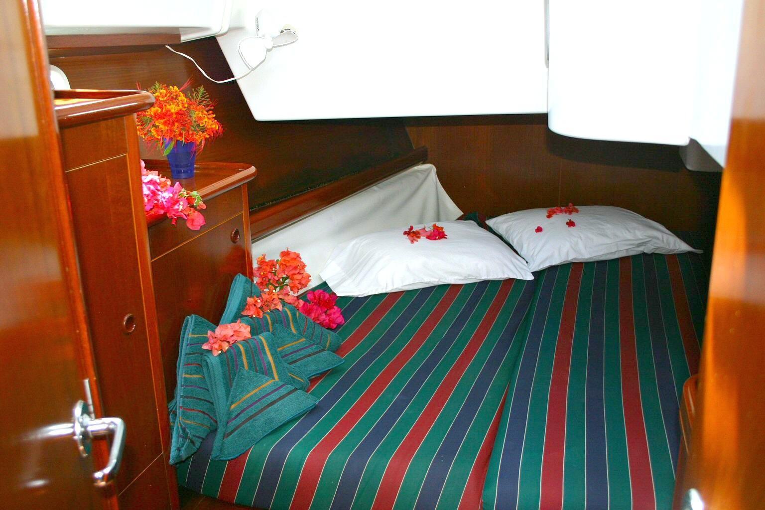 46 Beneteau Aft Starboard Cabin
