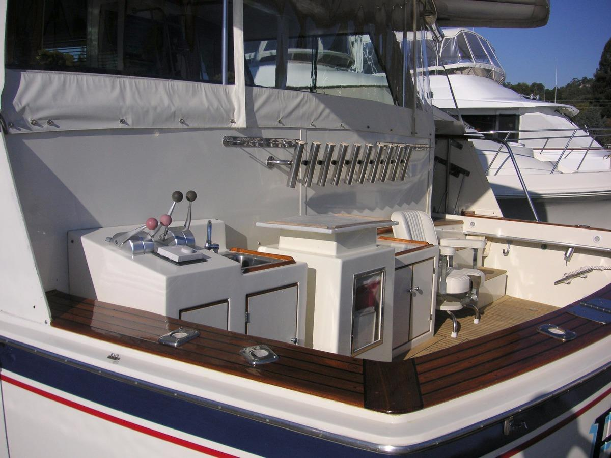 61 Hatteras Fishing Cockpit