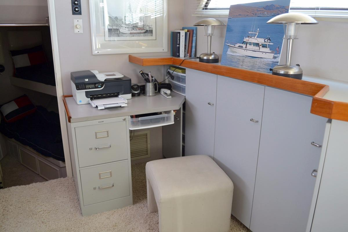 61 Hatteras Galley Office