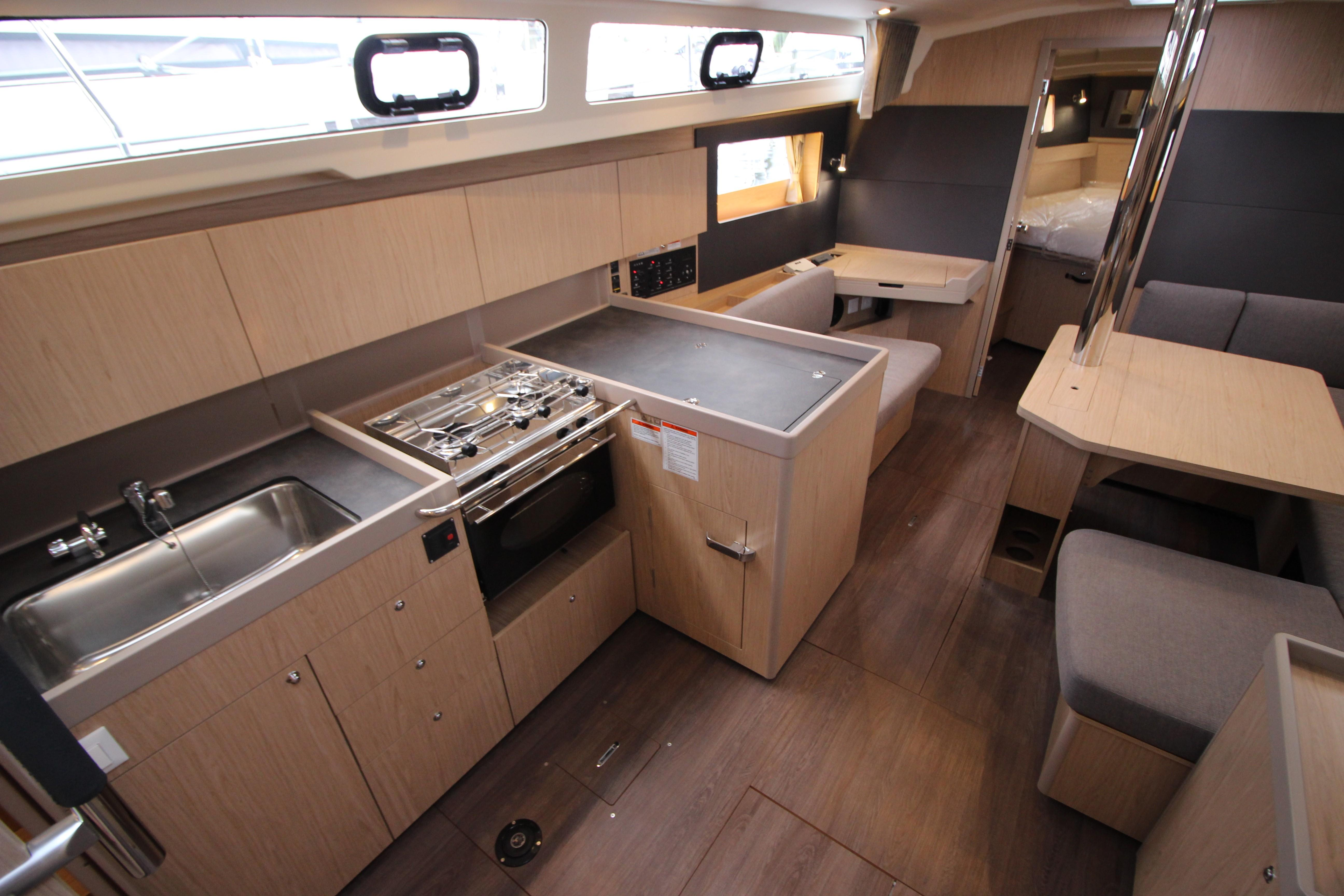 41 Beneteau Galley