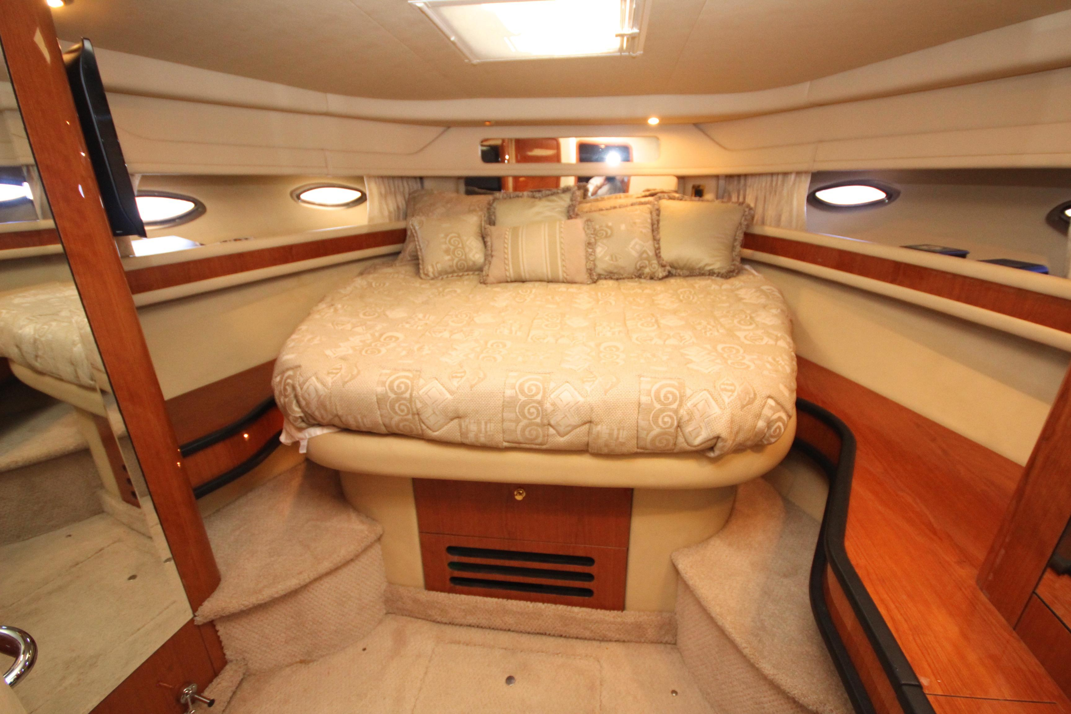 46 Sea Ray Master Stateroom
